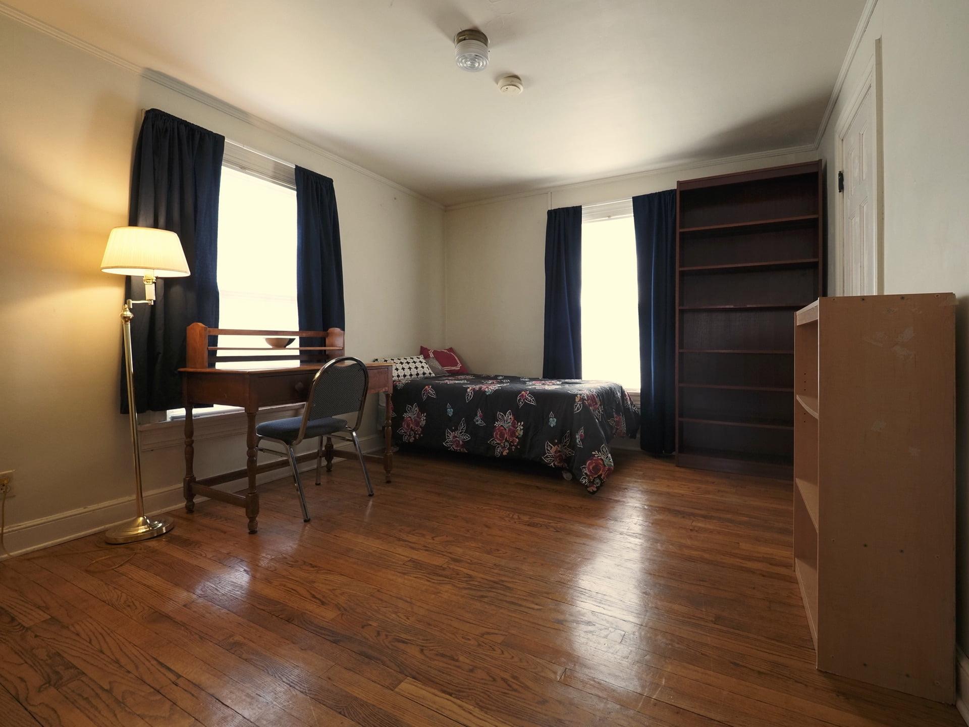 326 Room 22