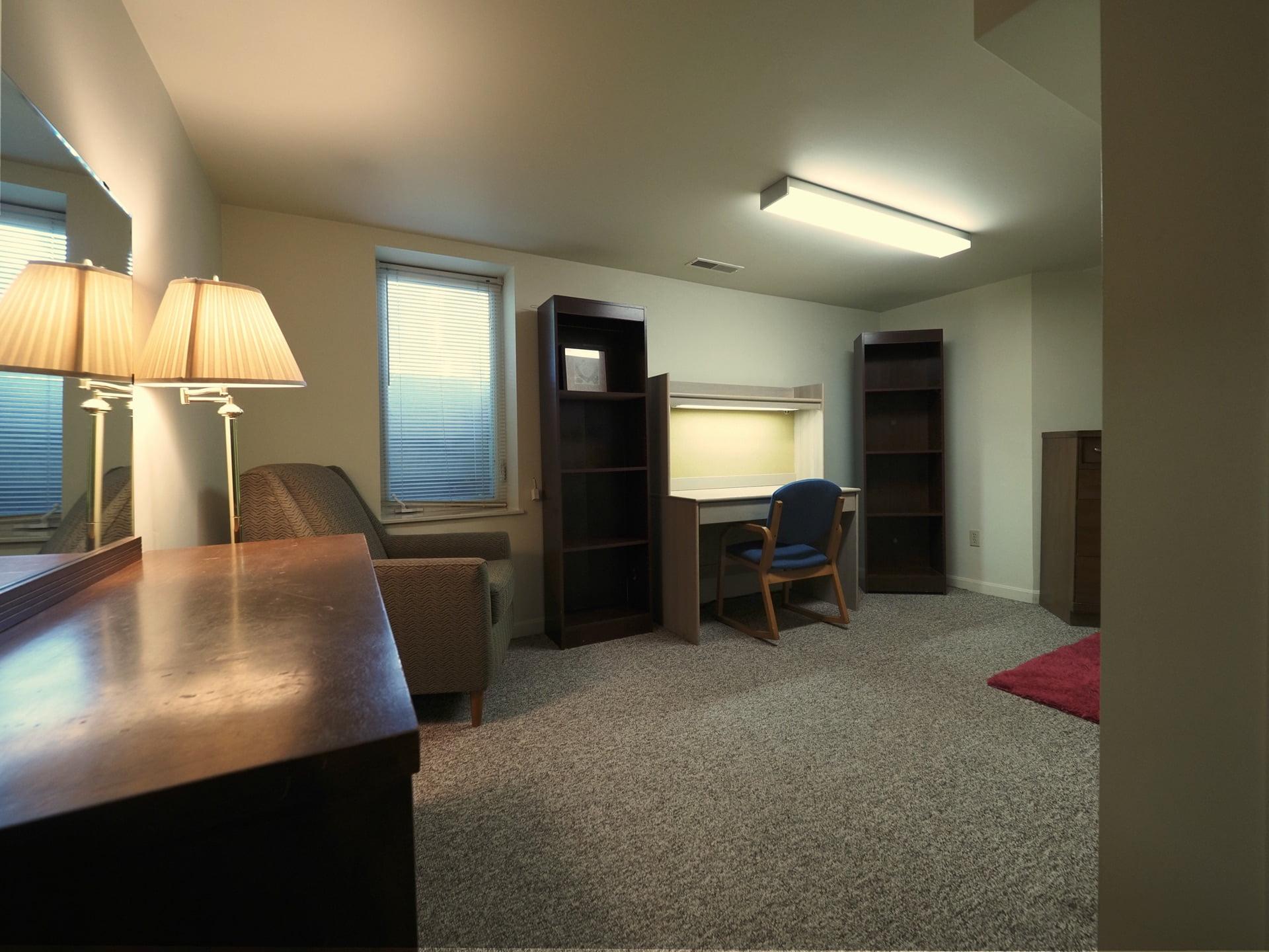333 Room 2-2