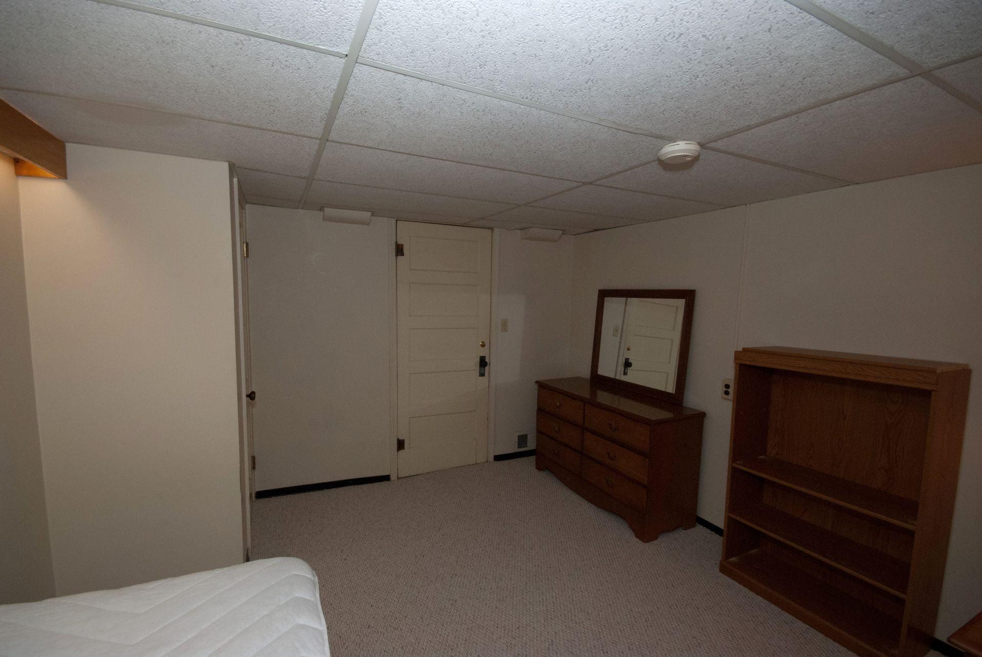 326 Room 2-2