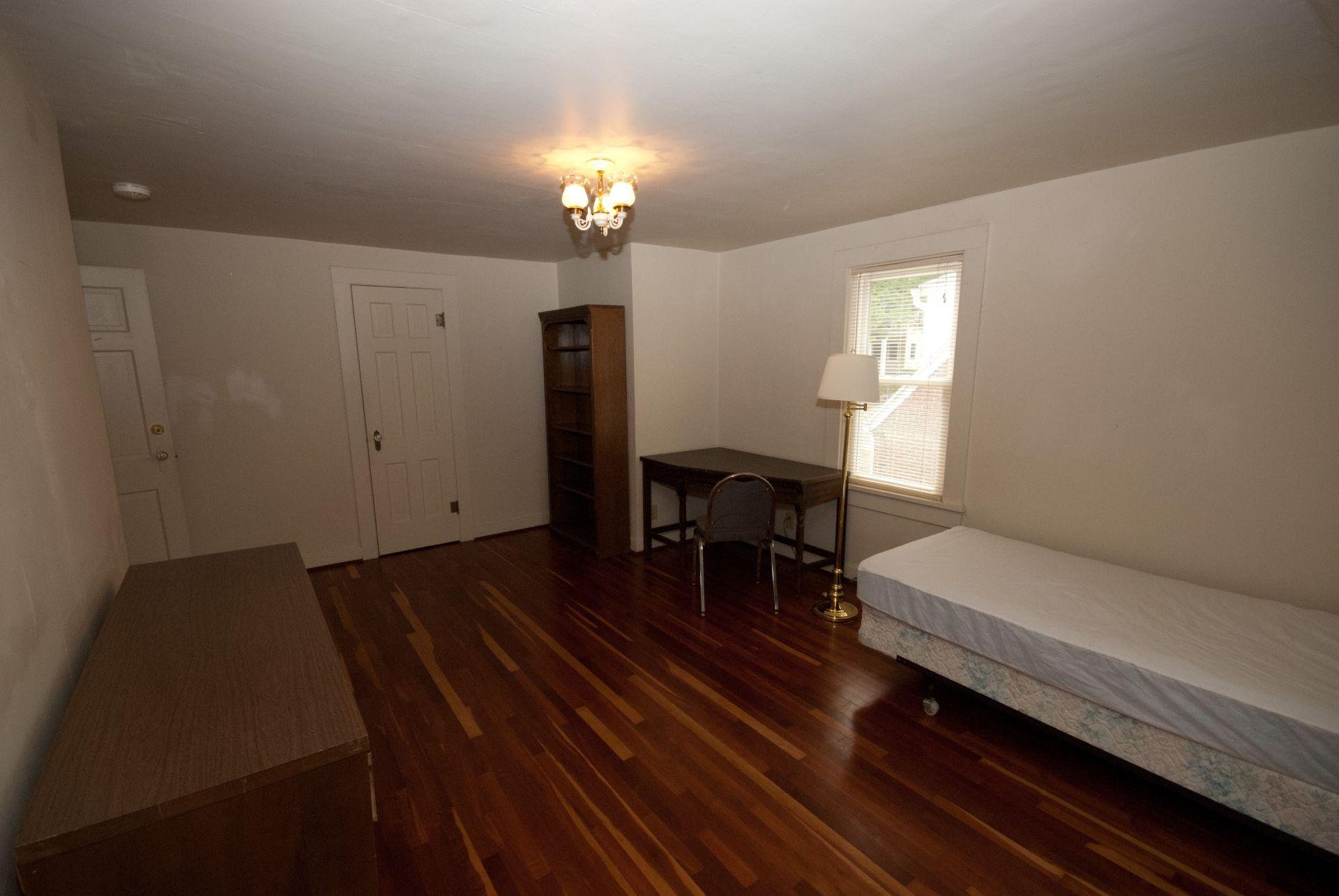 333 Room 21-2